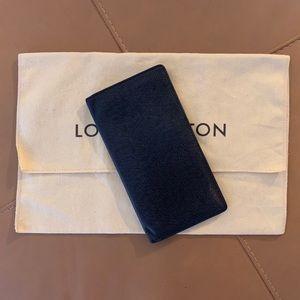 ✨ LOUIS VUITTON ✨ Black Taiga Long Leather Bifold